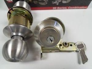 Combo door lock set - Doorknob and deadbolt